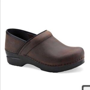 Dansko 40 9.5-10 Antique Brown Clogs